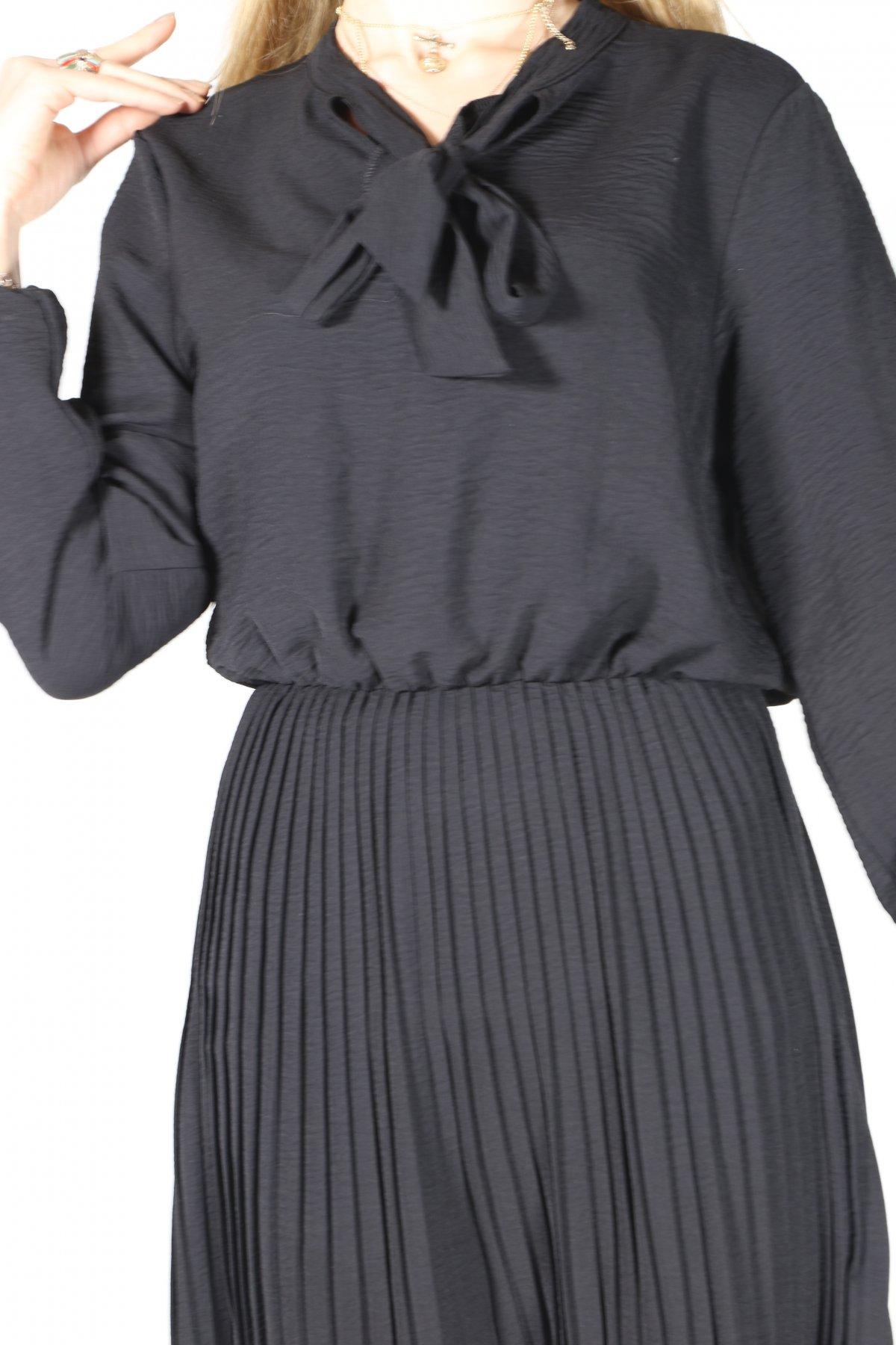 Yaka Bağlı Etekaltı Piliseli Elbise
